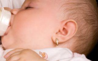 Как и когда правильно прокалывать ребенку уши?