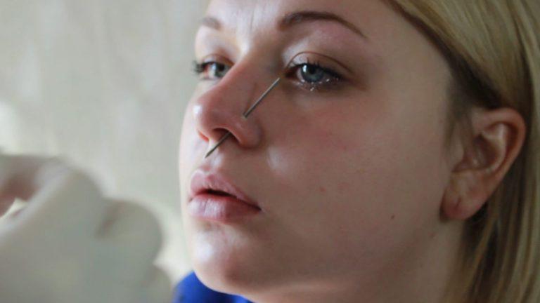 Пирсинг носа в домашних условиях